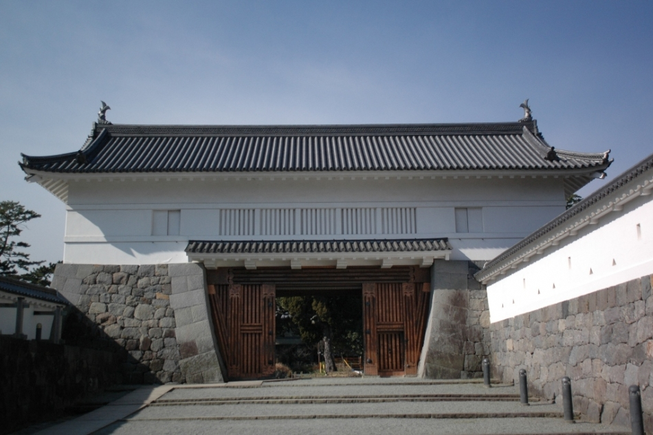 Akagane-mon Gate, restored in 1997
