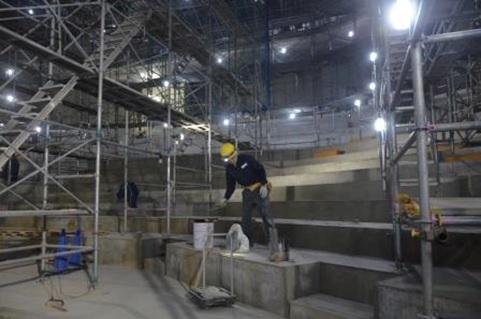 大ホールの舞台側から客席を見る(写真10)