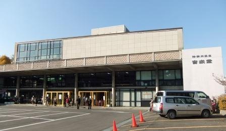 (写真2)神奈川県立音楽堂の外観