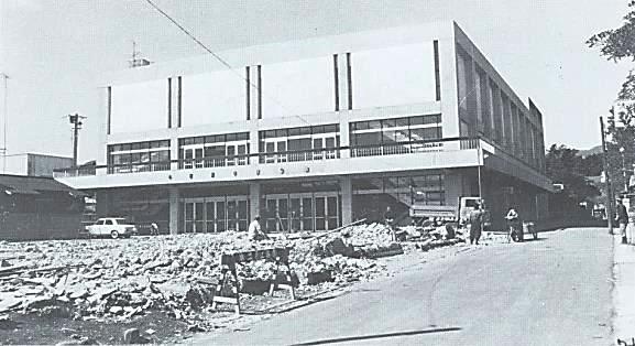 (写5)開館近い大ホールの外観(市デジタルアーカイブより)