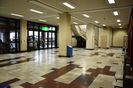 (写真12)現在の大ホール1階ホワイエ
