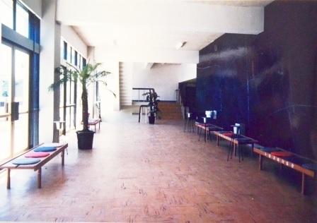 (写真13)開館当初の大ホール2階のロビー