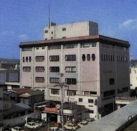 (写14a)市民会館本館(市政30周年記念号より)