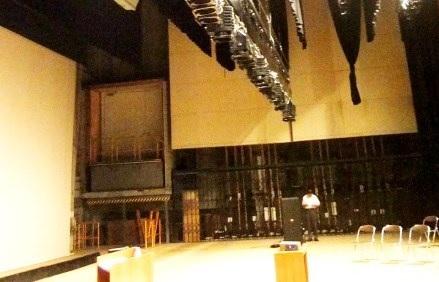 (写17)大ホール舞台右袖奥の搬入用リフト(右客席)