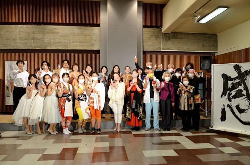 写真11:公演を終えて全員集合