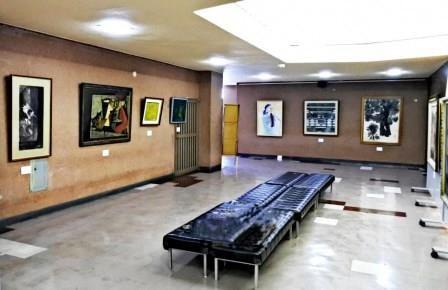 写真14:市民会館の絵画たち展会場