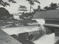 完成した常盤木門と小田原城天…