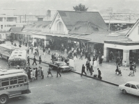 東口広場が整備される前の駅前