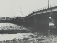 破壊された酒匂橋