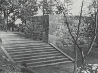 復元された常磐木門の石垣