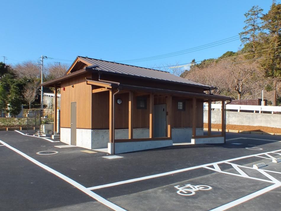 早川一夜城前公衆トイレ(小田原産木材を使用)
