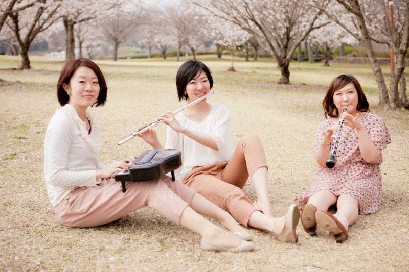 井上茉衣(ピアノ)、橋本奈津希(フルート)、吉田薫(オーボエ、歌)