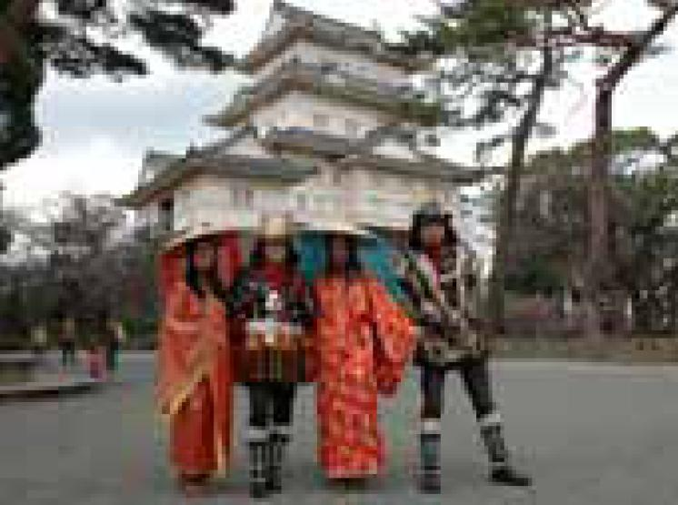 Probándose una armadura o un kimono