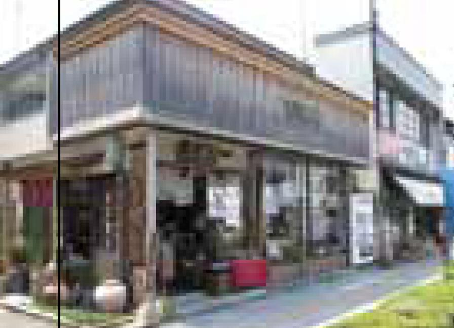 (Derecha) Museo de Archivos de Umeyorozu (Rankanbashi Chinriu)