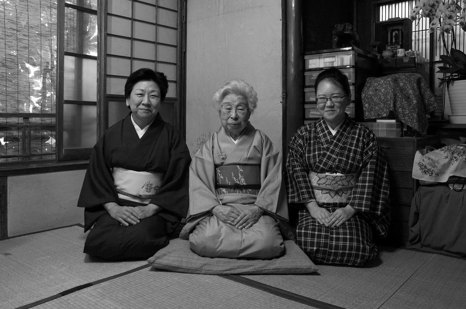 杵屋響泉さん、娘の六響さん、孫の和久さん