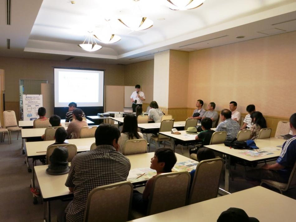 電気自動車を中心にエコカーの将来について話す西山敏樹・慶応大学大学院特任准教授