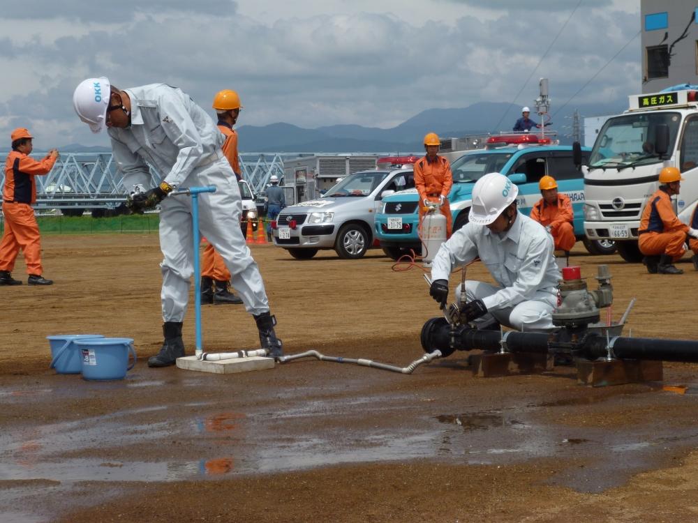 ライフライン復旧訓練(管工事組合による水道管の修復作業)