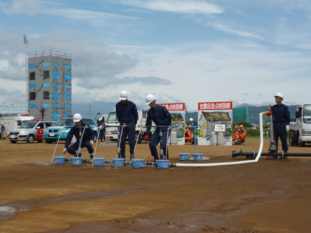 水道管の修復後、仮設水道の設置