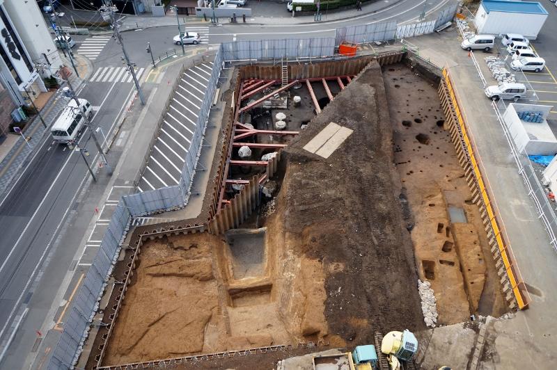 写真1 小田原城三の丸元蔵跡第II地点1号堀全景(北から)