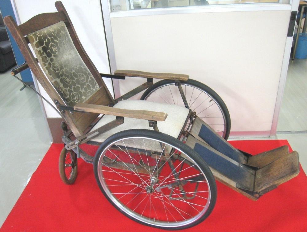 箱根式車椅子(箱根病院蔵)