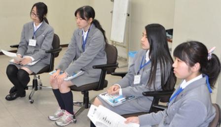 座談会の様子(丸山さん、細井さん、眞名子さん、立川さん)