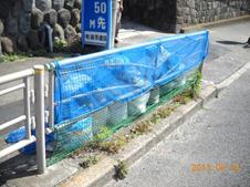 車道側もネットを隙間なく設置した例