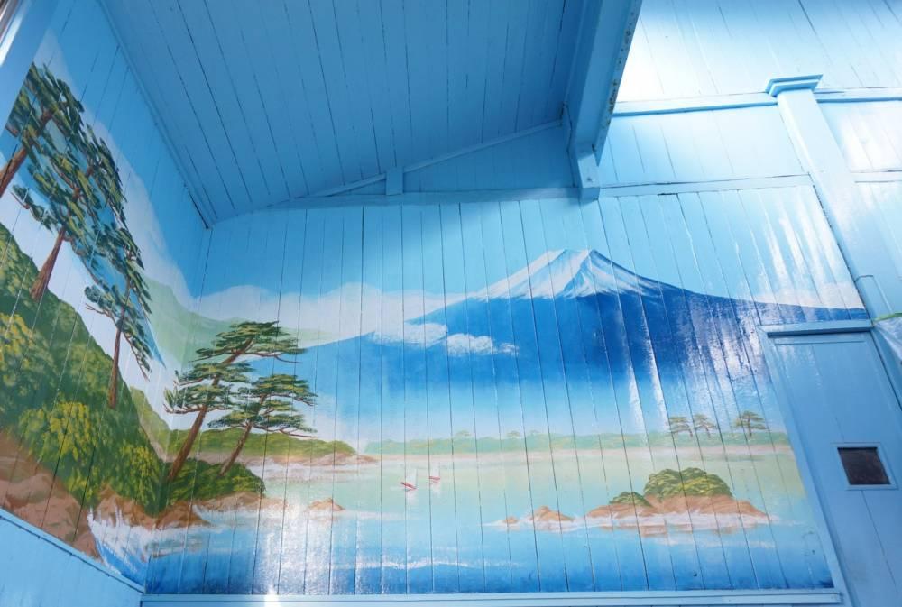 男湯に描かれた富士山
