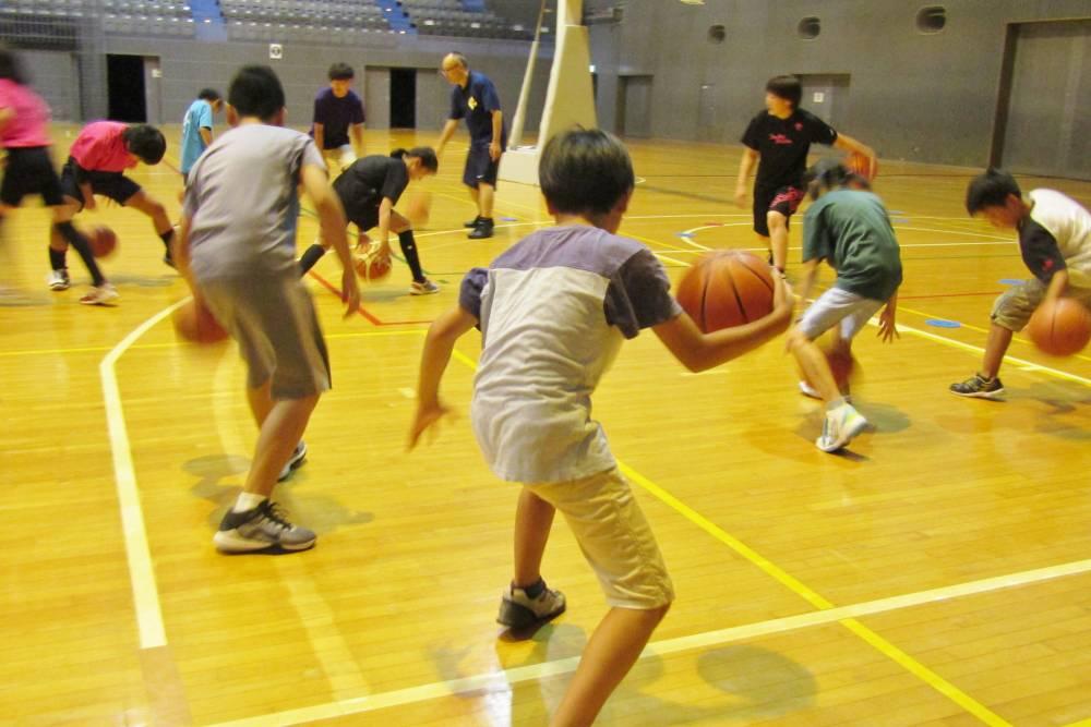 バスケをする人たち