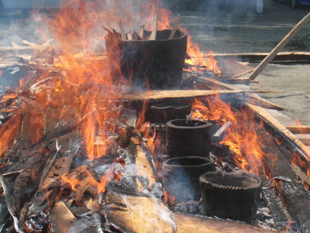 焼かれる土器