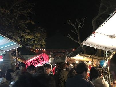 勝福寺本堂と出店(17日夜)