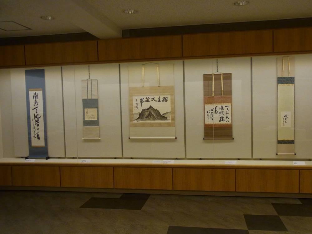 松永耳庵の書が並ぶ展示