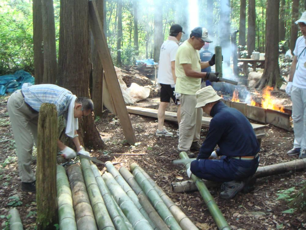 加工用に竹をカット
