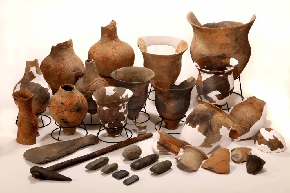 指定された中里遺跡の出土品(土器の一部は未指定)