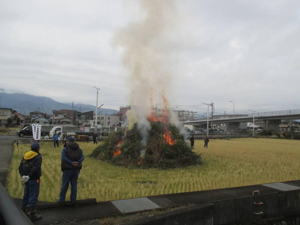 市内中曽根のどんど焼き(2019年の様子)