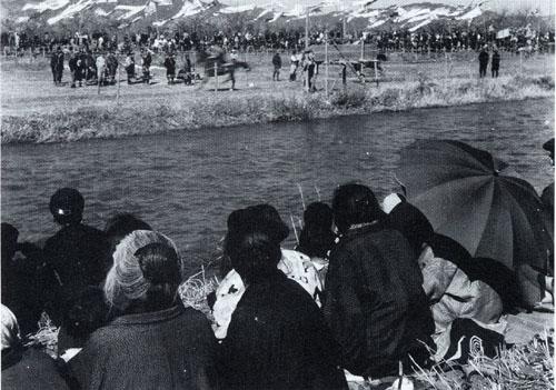 狩川蓮正寺の旗競馬(2)