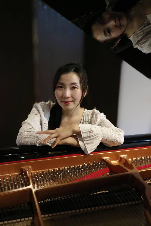 佳伸 愛さん(ピアノ)