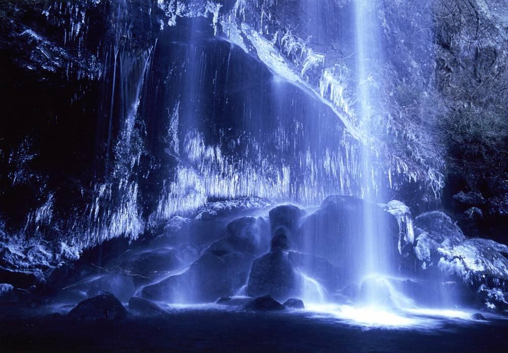 『凍る滝の芸術』〔撮影地〕夕日の滝(南足柄市)〔撮影者〕立田 勲
