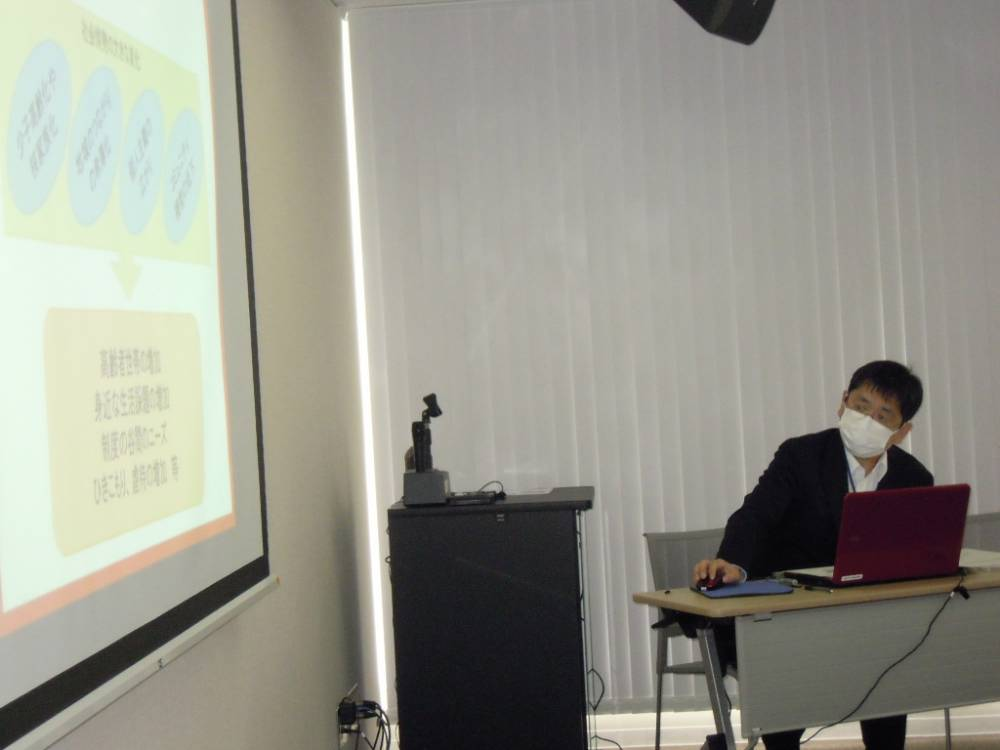 福祉政策課副課長 高橋さんの講義の様子