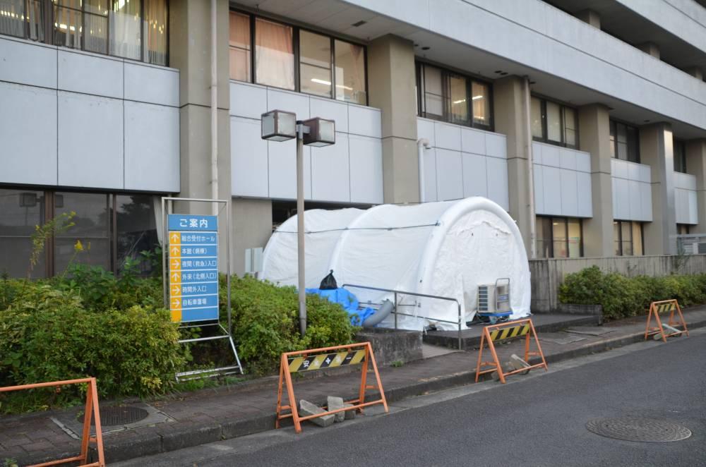 入院時検査室として設置したテント