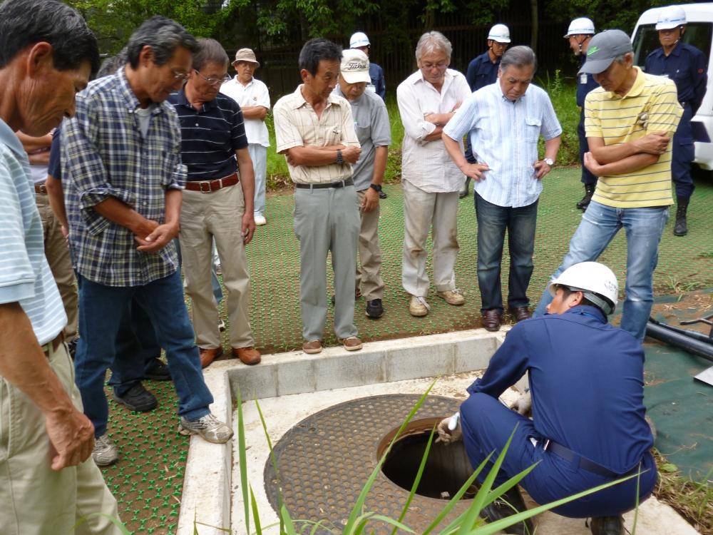 防災対策課から耐震性貯水槽への接続について説明