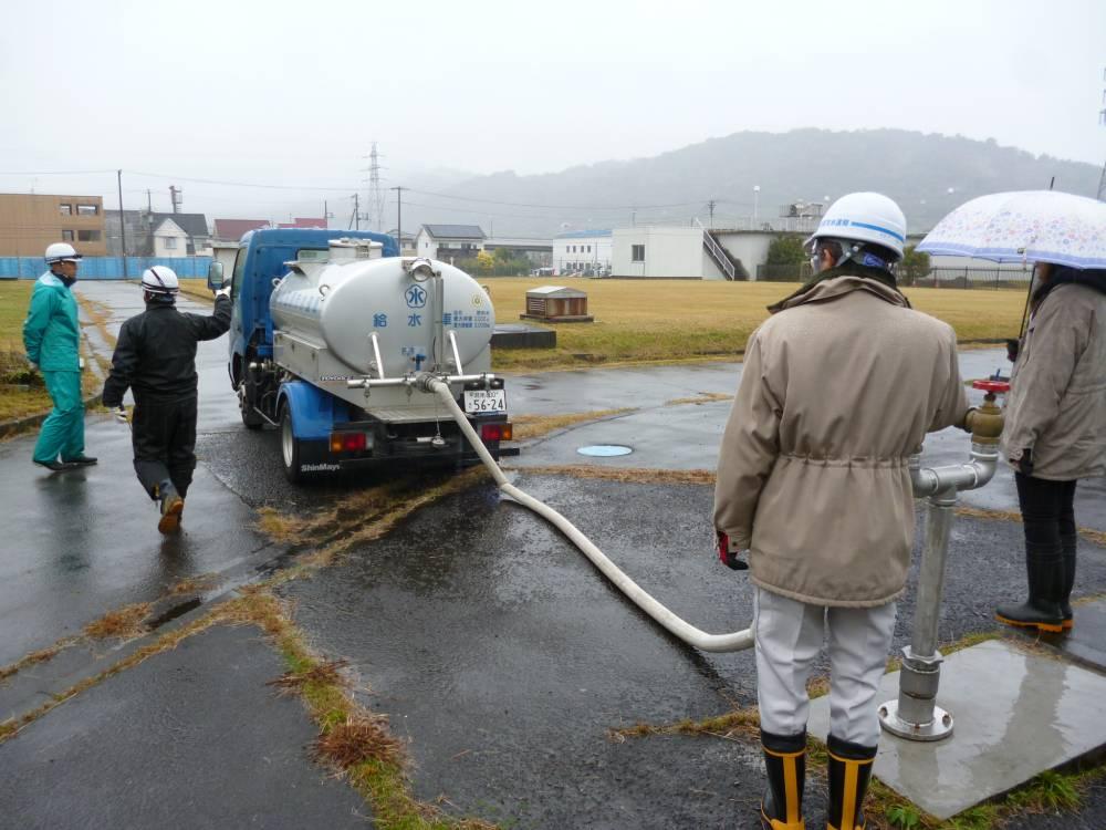 給水車の補水訓練