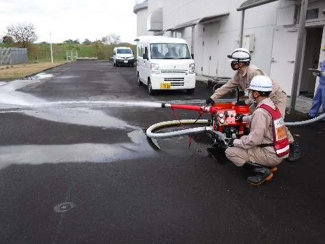 消防ポンプ放水訓練の様子