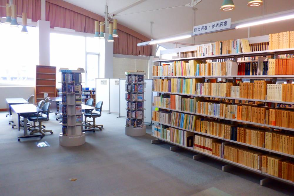 地域資料コーナー公開書架