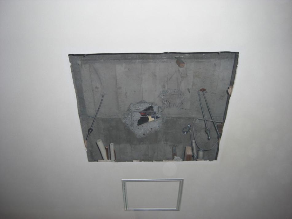 下方向のブリーチング(穴を下階から見た画像)