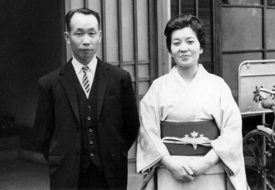上田氏40粛ごろ、やす子夫人と共に